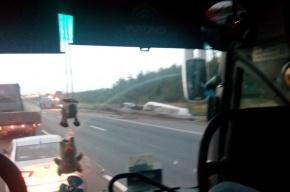 Цементовоз опрокинулся на КАД перед сьездом на Приозерск