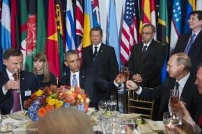 Путин и Обама чокнулись бокалами и пожали руки