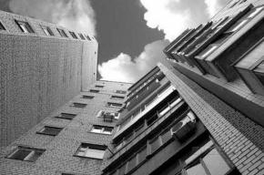 В Петербурге приезжая из Карелии погибла, выпав с балкона 20-го этажа