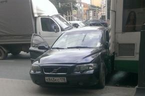 Иномарка влетела в автобус на Московском проспекте