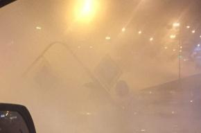 У «Приморской» ночью прорвало трубу: под землю ушел светофор
