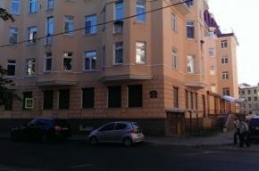 Очевидцы: в Петроградском районе из окна выпал человек