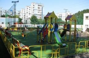 Тело молодой голой женщины нашли на детской площадке в Левашово