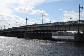 Сотрудники МЧС спасли мужчину, который спрыгнул с Литейного моста