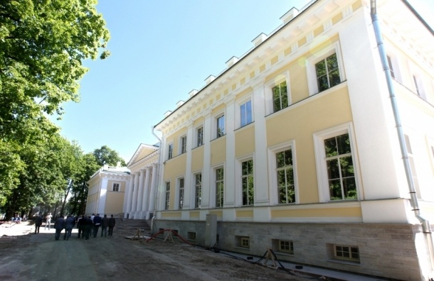 Реставраторы опасаются за Каменноостровский дворец, переданный детям