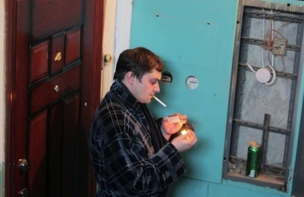 Депутат Петербурга предложила штрафовать за курение в коммуналках