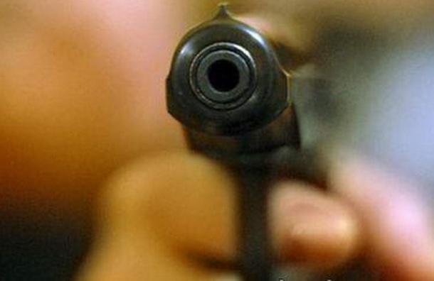 Неадекватный мужчина устроил стрельбу в центре Петербурга