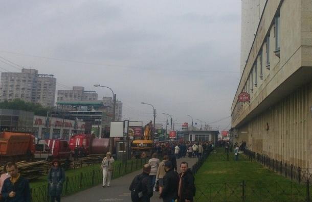Эвакуация проходит у станции метро Приморская