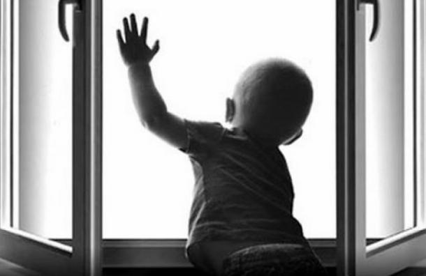 Пятилетний мальчик выпал с 3-го этажа в доме на Московском проспекте