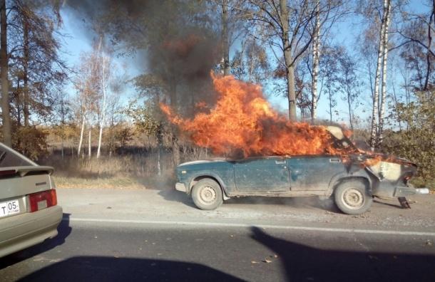 Жигули полыхают на Московском шоссе