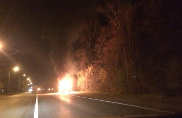 Автомобиль горит на Петрозаводском шоссе