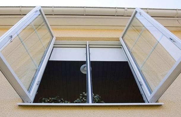 Семилетний ребенок выпал из окна 10-го этажа дома на улице Передовиков
