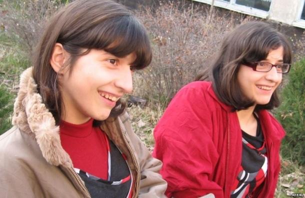 Сегодня умерла Зита Резаханова – одна из сиамских близнецов, которые выжили после операции