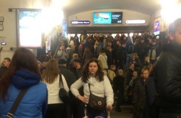Станцию «Черная речка» закрывали из-за бесхозного пакета