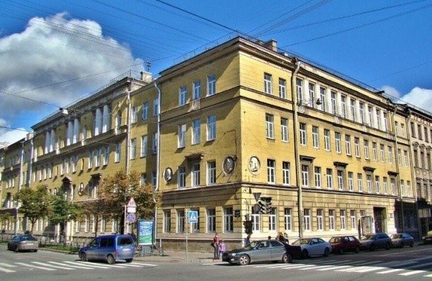 Гимназия в центре Петербурга заминирована