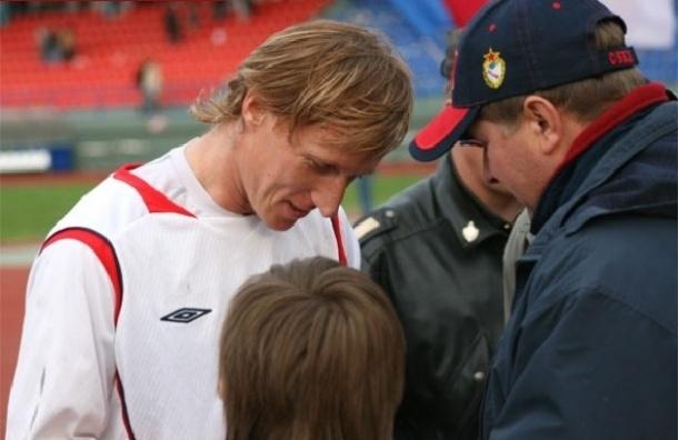 Экс-футболист ЦСКА умер на поле во время ветеранского матча