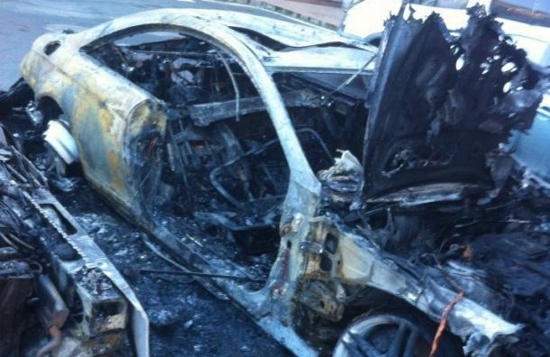 Неизвестные сожгли пять машин в центре Петербурга