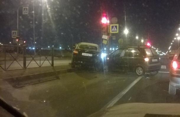 Пробка в 4 километра образовалась из-за ДТП на Софийской улице