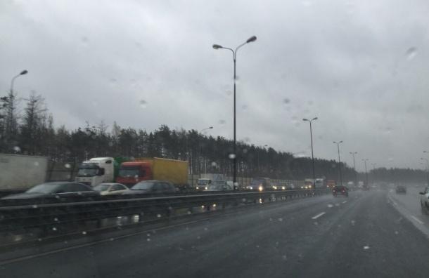 Шестикилометровая пробка образовалась на КАД в районе Беляевского моста