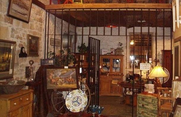 Два антикварных магазина арестовала Балтийская таможня