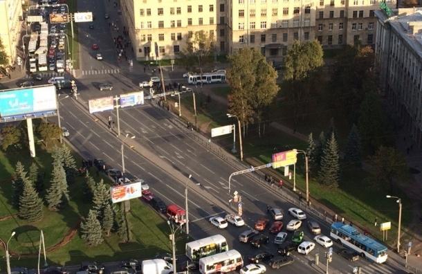 СМИ: Второй хлопок услышали на Кантемировской