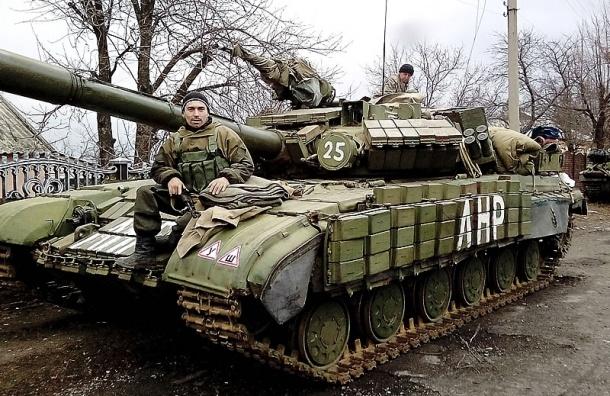 Более полусотни танков отвела ЛНР от линии боевых действий