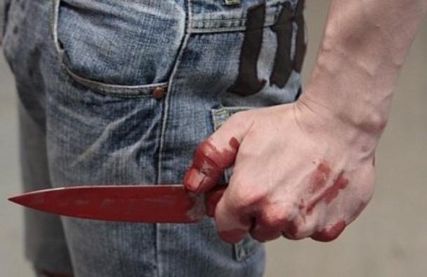 Психически больной ударил полицейского ножом в Невском районе
