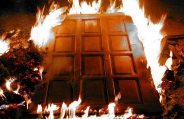 Четырех людей эвакуировали из горящего дома по улице Карпинского