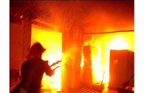 Житель дома на Пискаревском пострадал из-за пожара