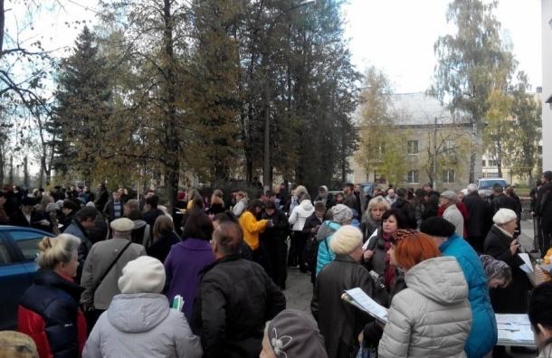 Чиновники призывают разойтись протестующих против завода в Красном Бору