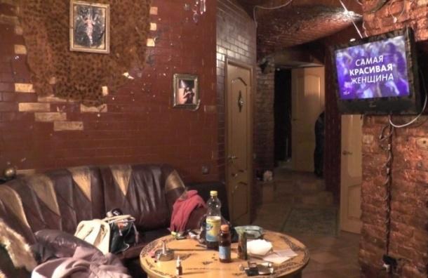 Полиция прикрыла бордель в подвале дома на Васильевском острове
