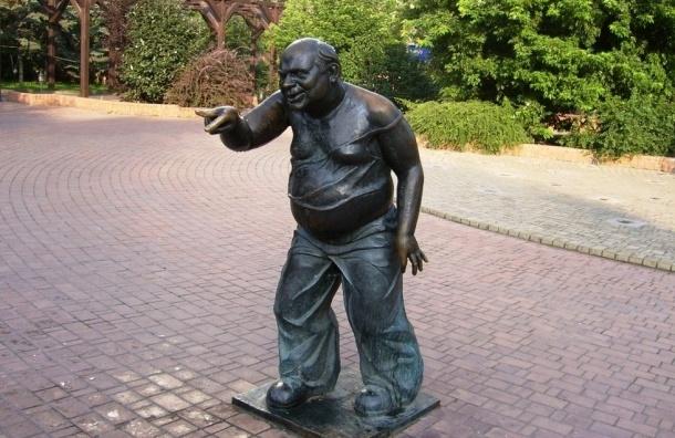 Скульптура Евгения Леонова исчезла с Мосфильмовской улицы