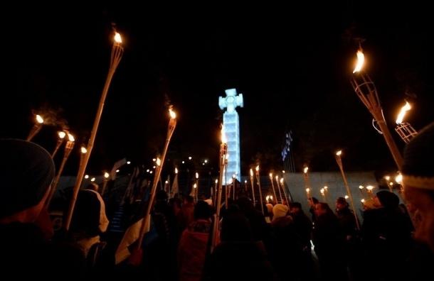Жители Таллина устроили факельное шествие против мигрантов