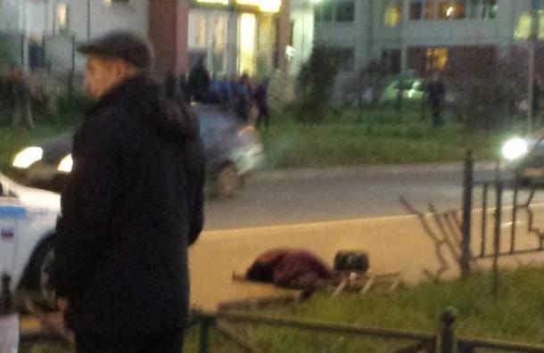 Джип вылетел на тротуар в Колпино и насмерть сбил женщину