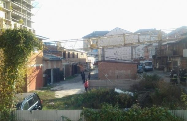 Башенный кран упал в Краснодаре на стройке многоэтажки
