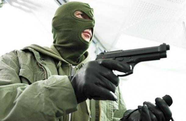 Разбойник вынес из салона связи МТС в Купчино 1,1 млн рублей