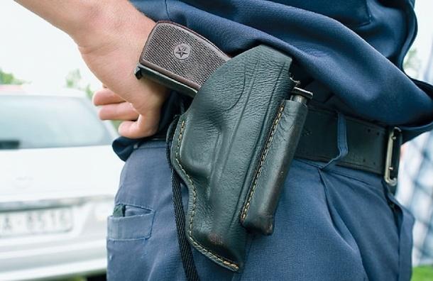 Полицейский застрелился на лестничной клетке на проспекте Наставников