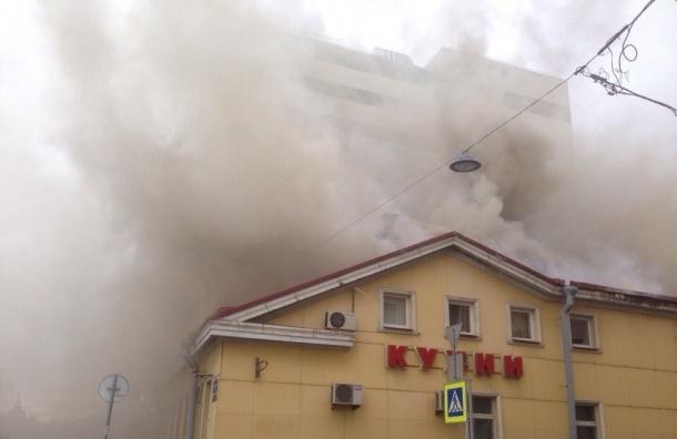 Семь машин пожарных тушат «Первую мебельную фабрику»