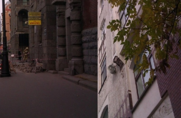 Фасады доходного дома Маркова обрушились на тротуары