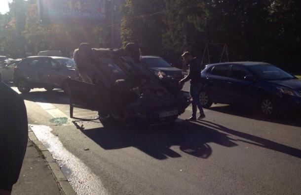 Honda CR-V перевернулась в ДТП на проспекте Тореза