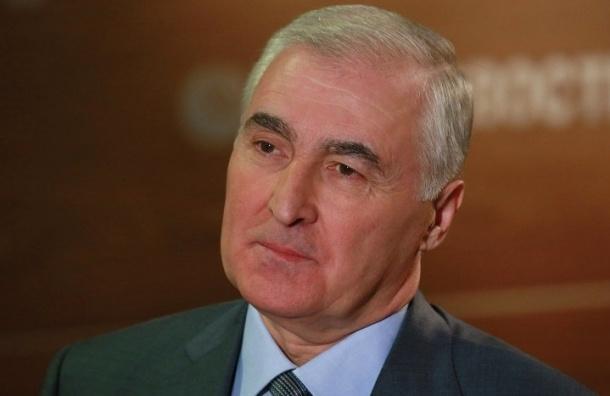 Песков заявил, что глава Южной Осетии не обсуждал вопрос референдума с Сурковым