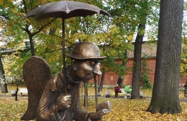 Туристы лишили зонтика скульптуру ангела в Измайловском саду