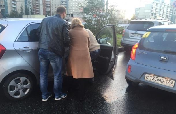 Автомобиль сбил ребенка на проспекте Пятилеток