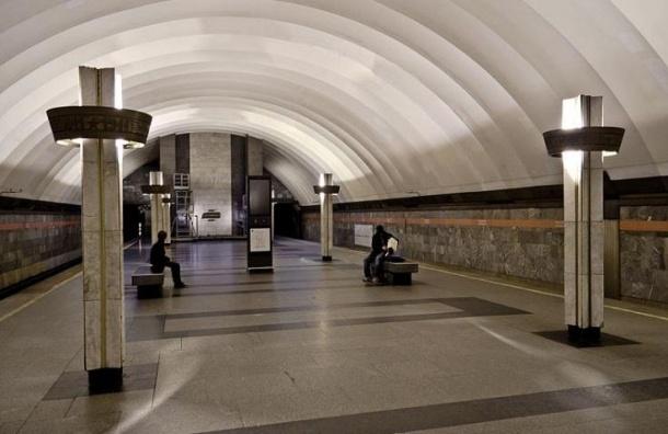 Женщина упала под поезд на «Ладожской»