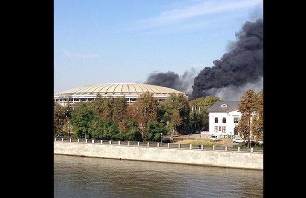 Стадион «Лужники» горит в Москве