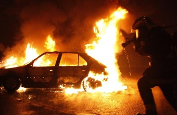 Пять машин сгорели в трех районах Петербурга