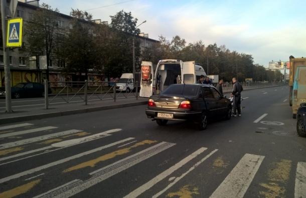 Иномарка сбила молодого человека на улице Орджоникидзе