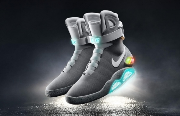 Самозашнуровывающиеся кроссовки подарила Nike актеру, который сыграл Марти в фильме «Назад в будущее»