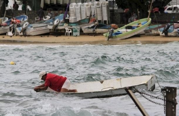 Мексика срочно эвакуирует 50 тыс. человек из-за урагана «Патрисия»