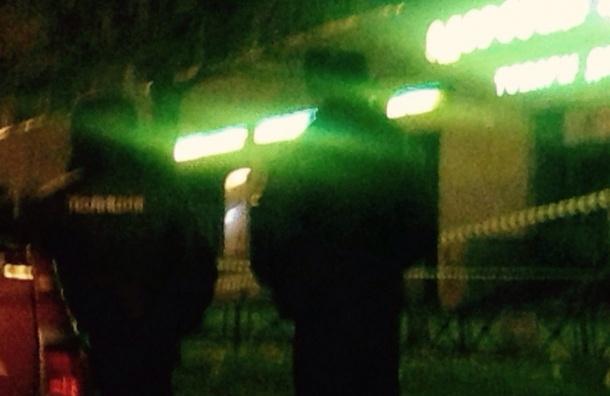Полицейские оцепили территорию у магазина на Королева из-за двух брошенных чемоданов